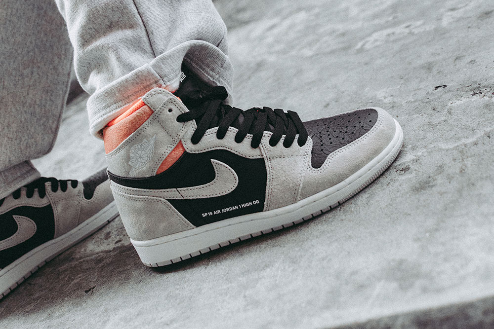 Air Jordan 1 Retro High OG 'Neutral Grey/Hyper Crimson' | SOLD OUT